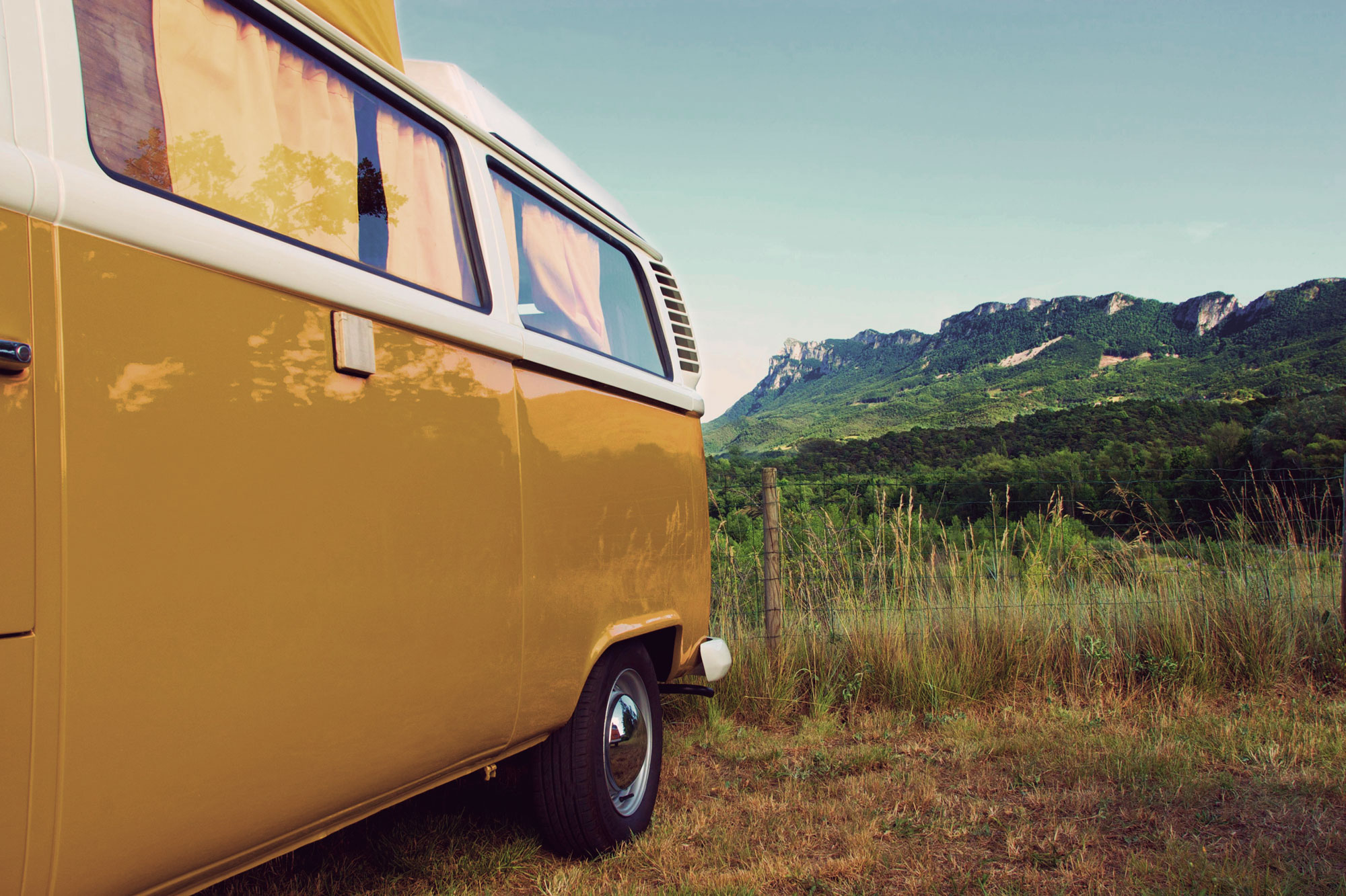Seventies-Combi_location-rental-VW---15---Piegros-Clastre